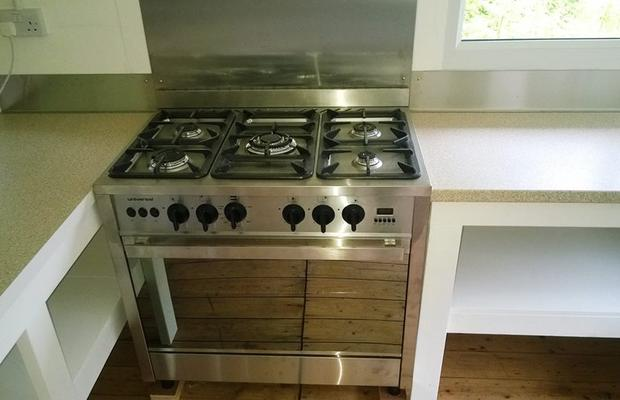 a sparkling new cooker!